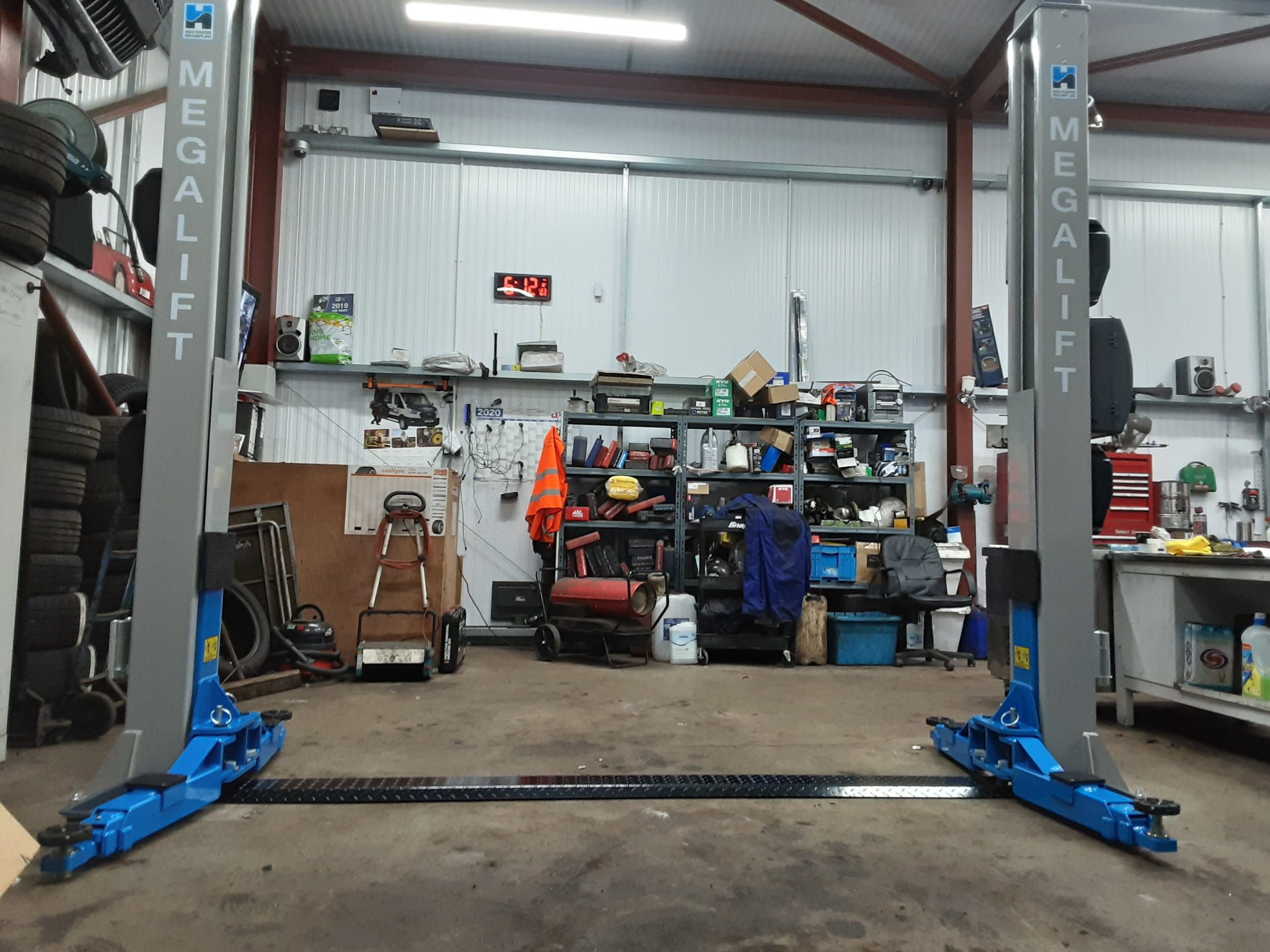 A really nice looking megalift 4000-3 installation, supplied by Hofmann Megaplan, and installed by ISN Garage Assist at Inverkeithing Repair Centre.