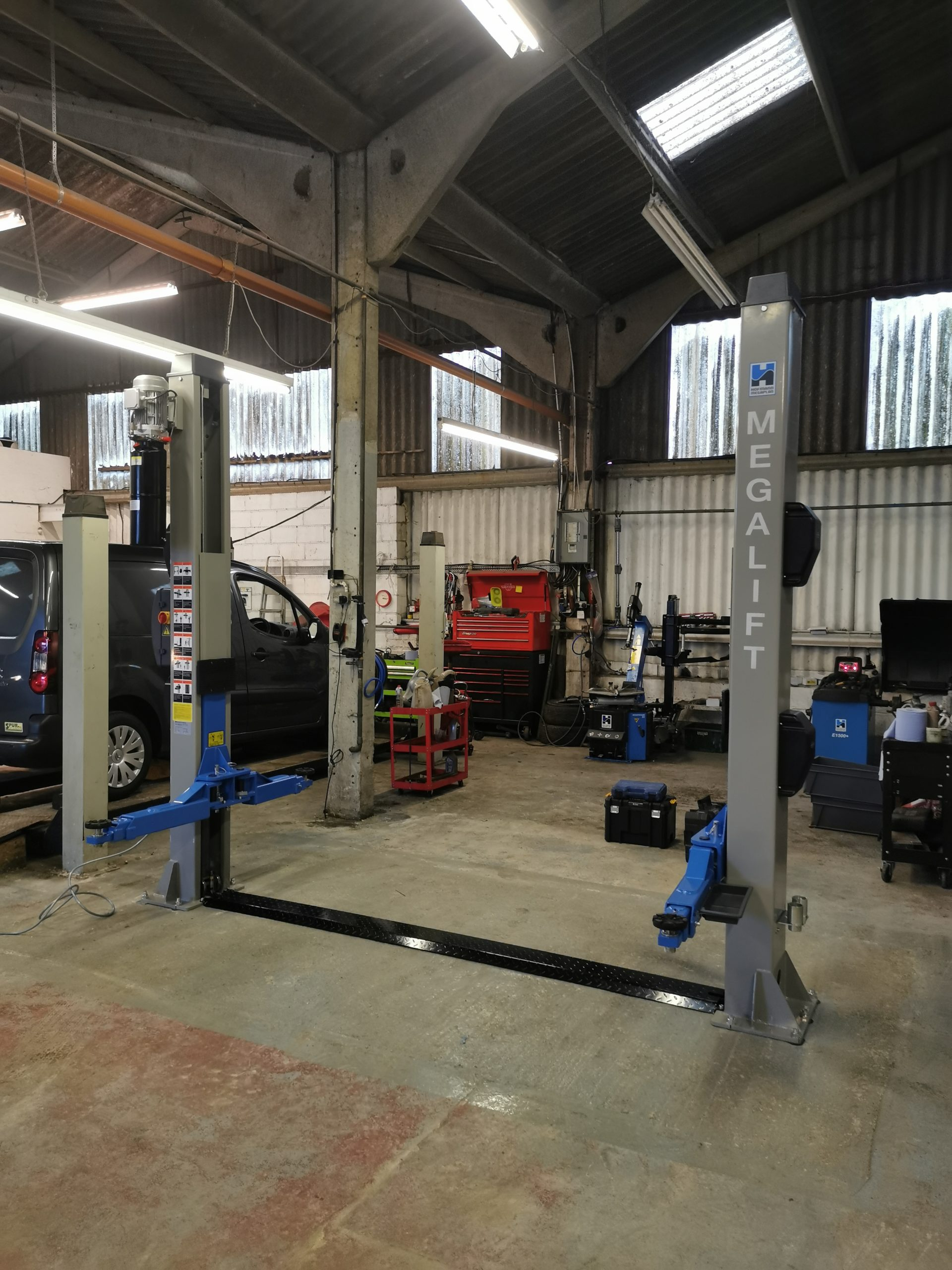 Things don't always go to plan - this amazing install of the megalift 4000-3 Two Post Lift, was a little trickier than we first expected at AB Autos in Arundel.