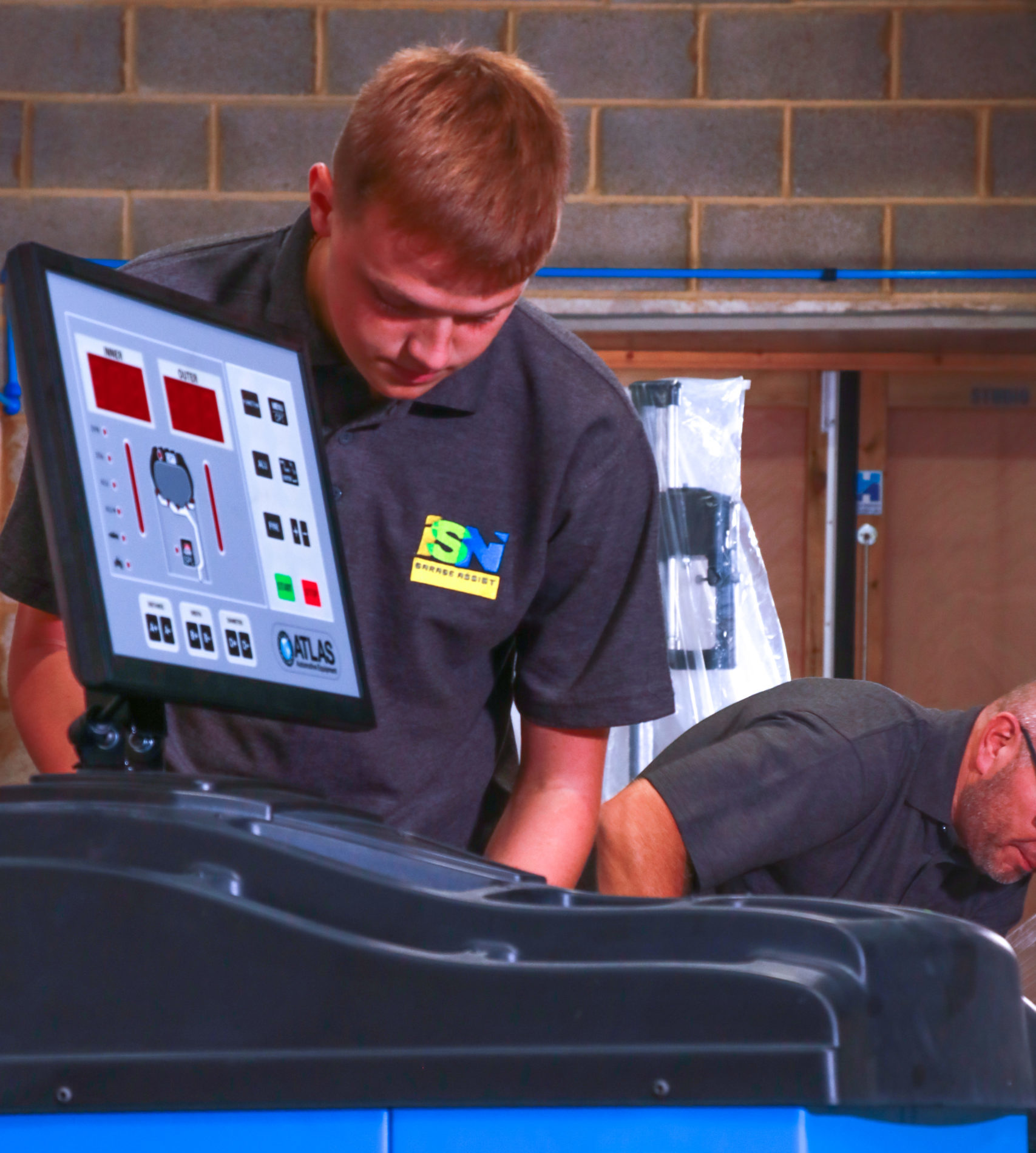 ISN Garage Assist team are at the forefront of Garage Equipment Servicing across the UK and are ready help you deal with the increase demand of garage services.