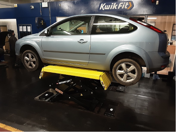 Our team of expert garage equipment installation engineers completed the installation of a recessed Rotary Lift in the busy Kwik Fit Banbury garage.