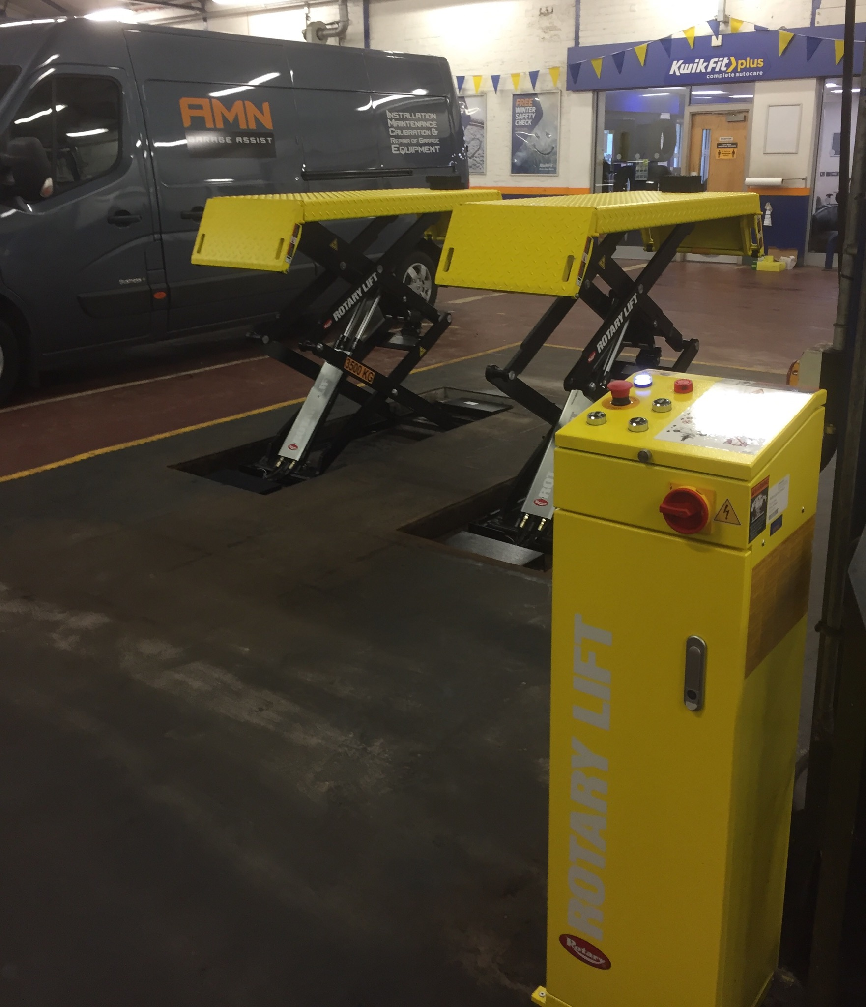 The newly installed and slick looking DS35 Scissor Lift - now presented at Kwik Fit Perth Road in Dundee.
