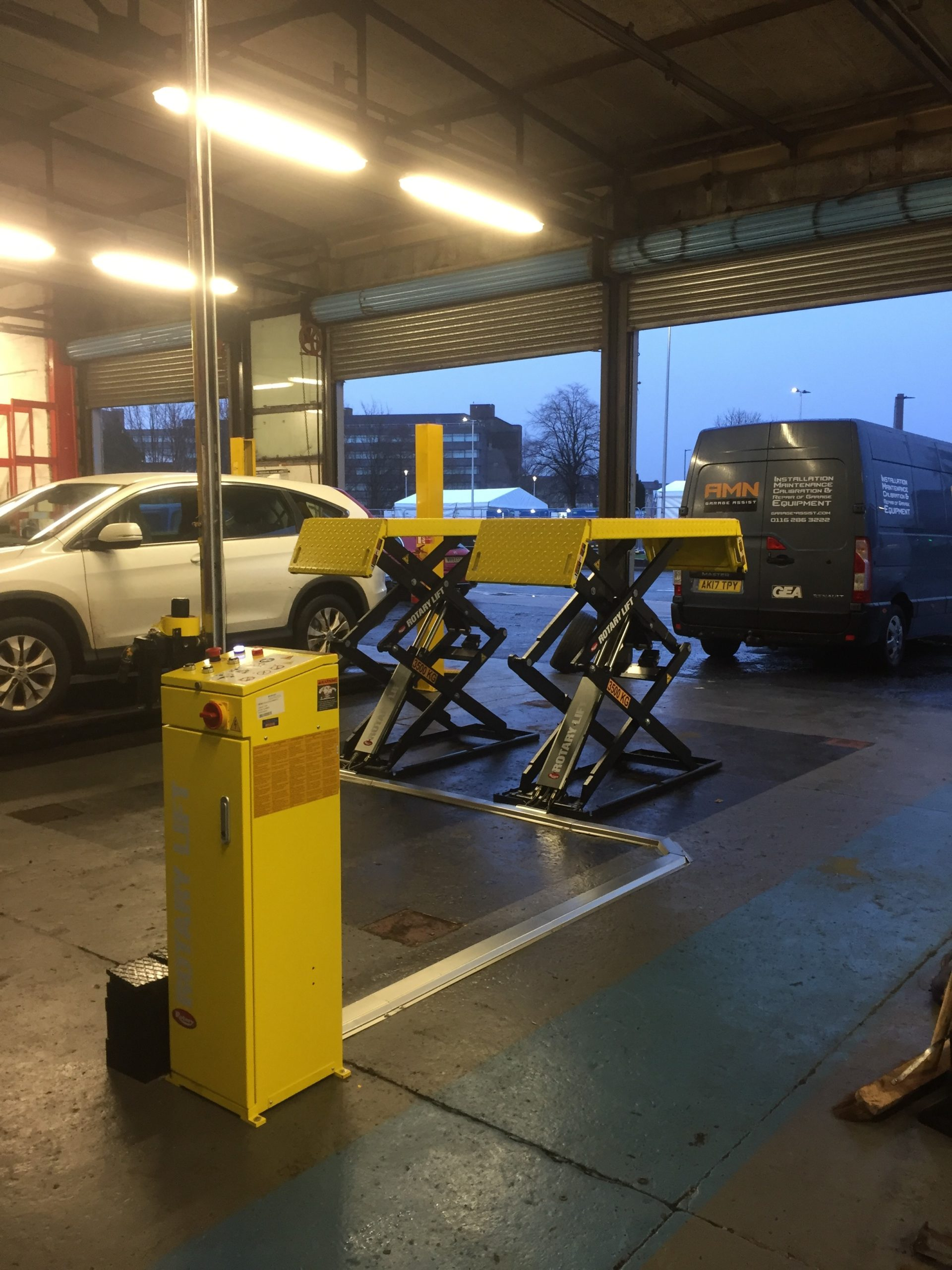 Our team completed the installation of a brand new scissor lift at Tyre City in Paisley.