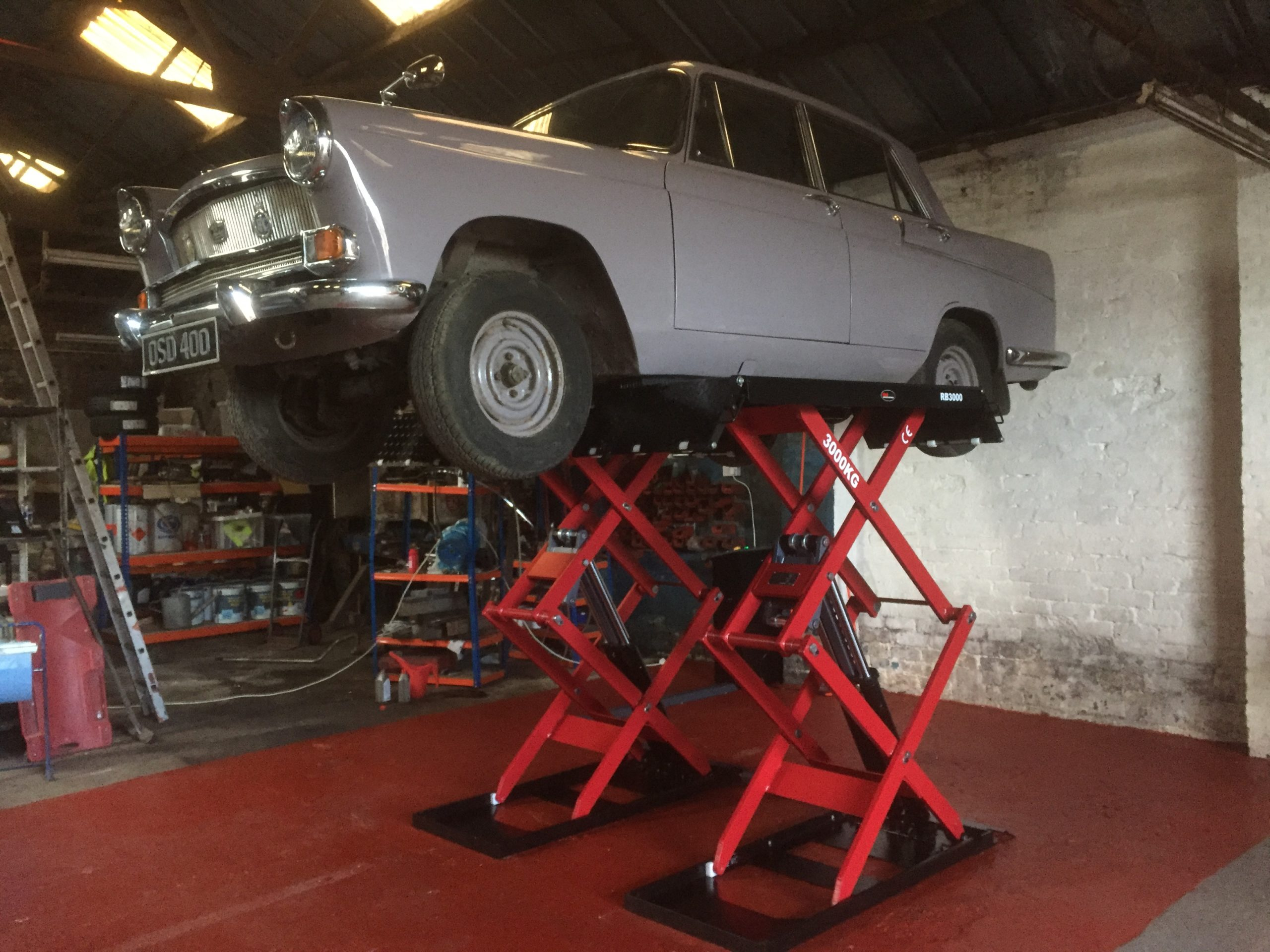 Making full use of the brand new RB3000 Scissor Lift in their own garage, John Gemmel coachworks got straight to work on his own car, carrying out some overdue repairs.