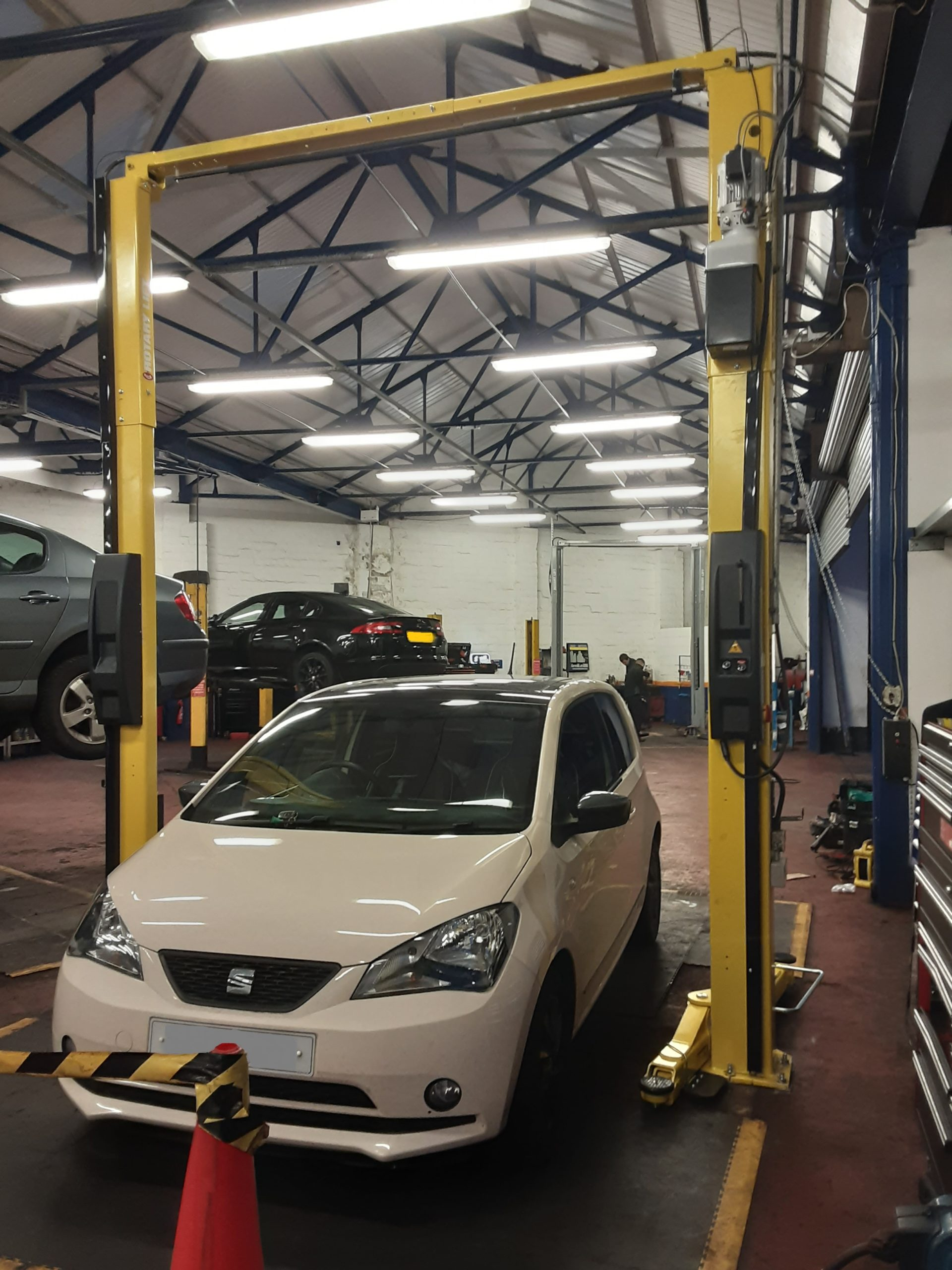 Our installation team removed an old two post lift and replaced with a brand new Rotary SP0A3T all in the same day at Kwik Fit Aberdeen.