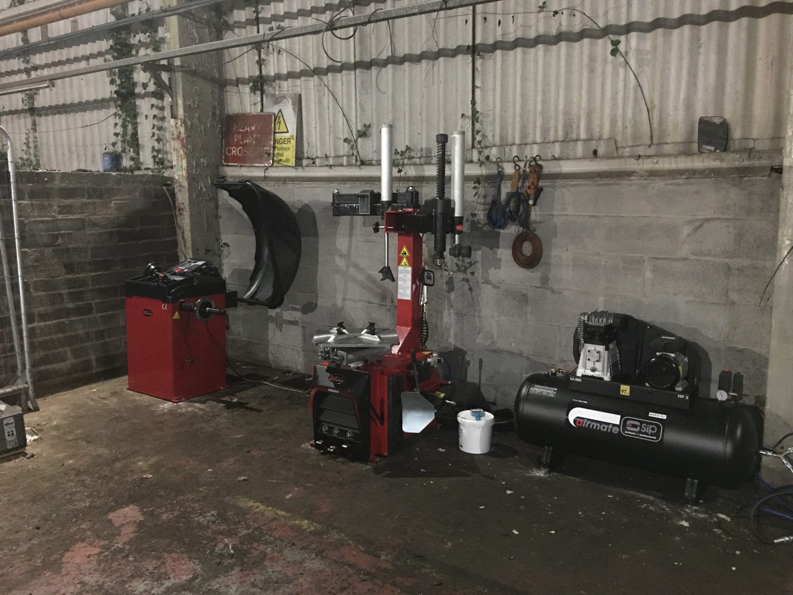 The Redback by Unite Complete Starter Package is the perfect bundle to get started in any tyre fitting services, and it looks the perfect fit at R&J Metals Ltd in Neath.