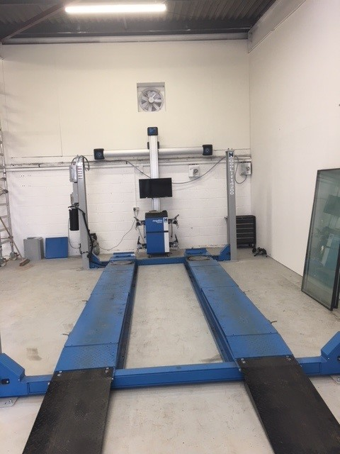 The ISN Garage Assist team helped out the Tannadice Motors team in the relocation of their current Hofmann Megaplan megalift 4000-3 and Ssence wheel alignment unit.